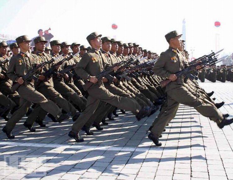 Смешные военные парады (23 фото)