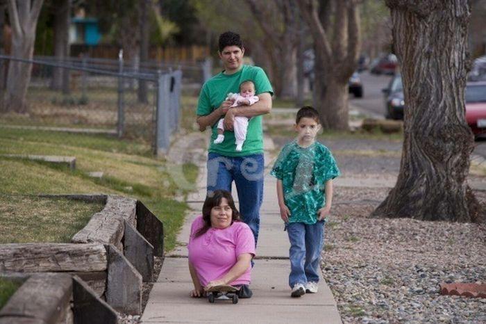 Очень необычная семья (15 фото)