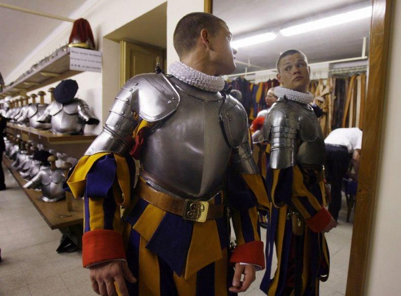 Швейцарские гвардейцы (12 фото)