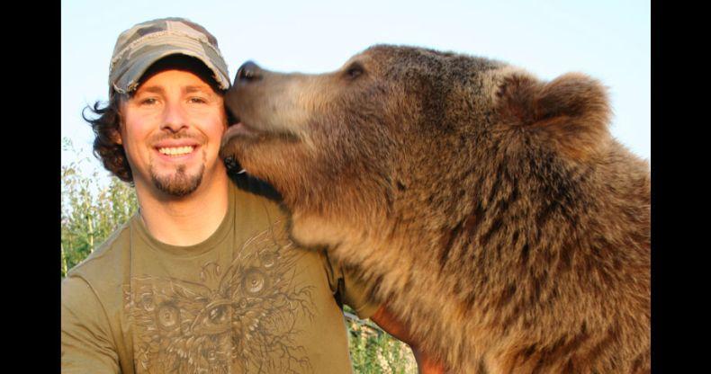 Друзья. Человек и медведь (23 фото)