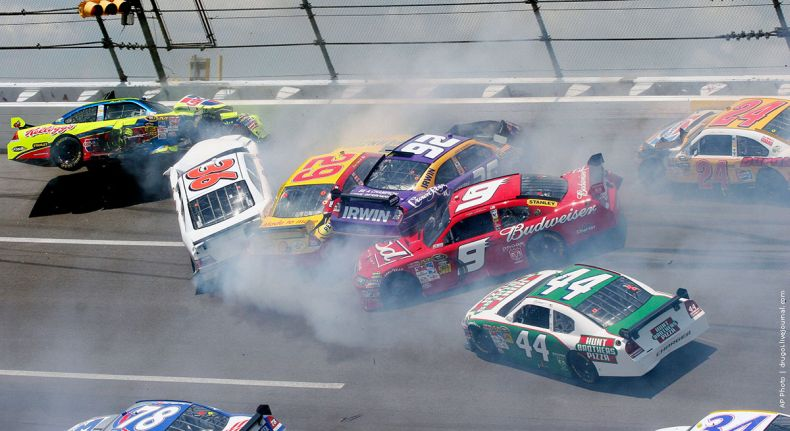 Авария во время NASCAR Sprint Cup Series (7 фото + видео)