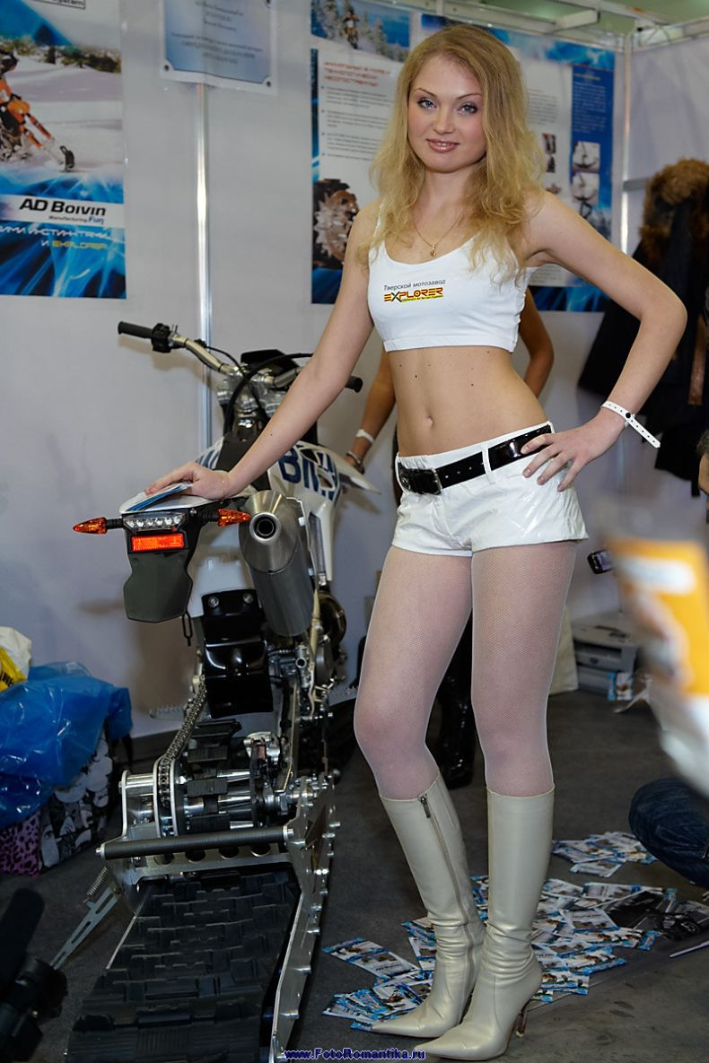 Девушки с выставки Мотор-парк 2009 (58 фото)