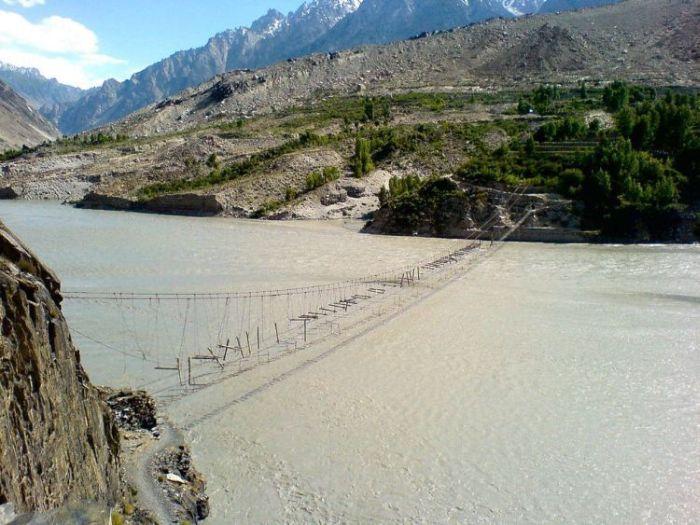 Самые опасные мосты в мире (36 фото)