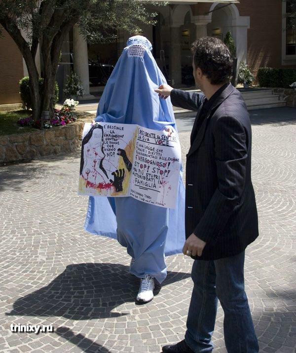Обнаженный протест в Риме (11 фото) НЮ