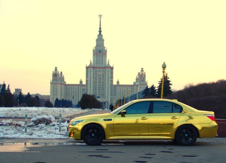 Позолоченный BMW из Москвы (11 фото)