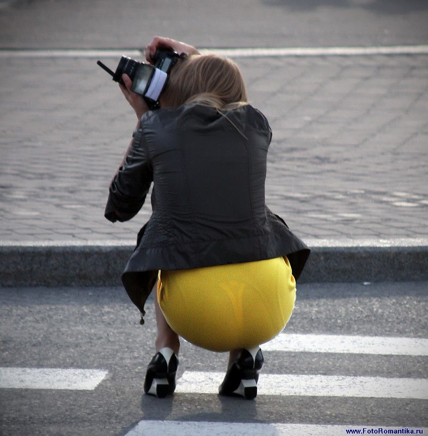 Фотограф в желтой юбке (7 фото)