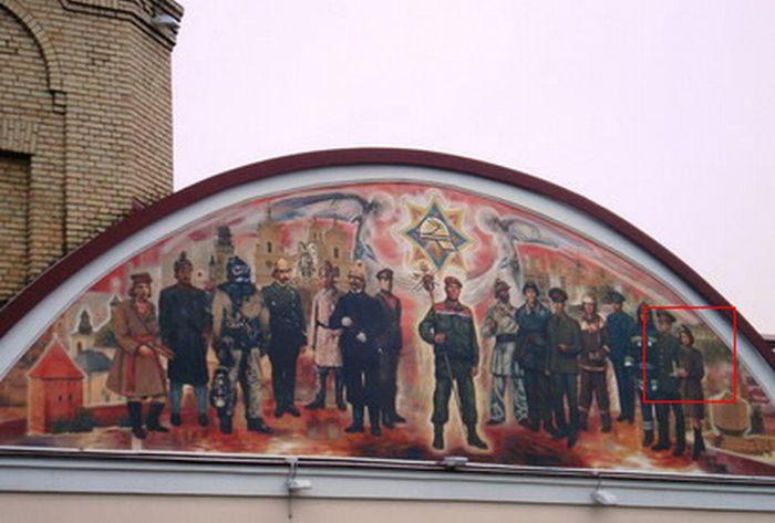 Знакомое лицо на здании пожарной охраны в Гродно (3 фото)