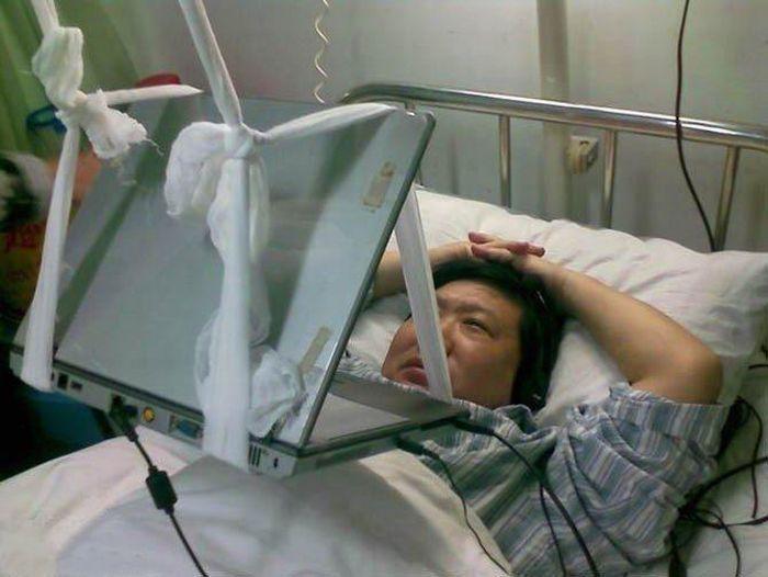 Как пользоваться ноутбуком в больнице (4 фото)
