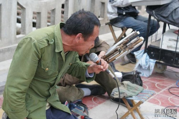 Китайский уличный оркестр (17 фото)
