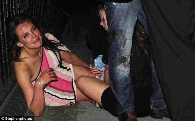 Нападение на супермодель Danielle Lloyd (7 фото)