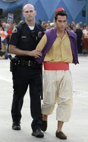 Герои Диснея арестованы! (9 фото)