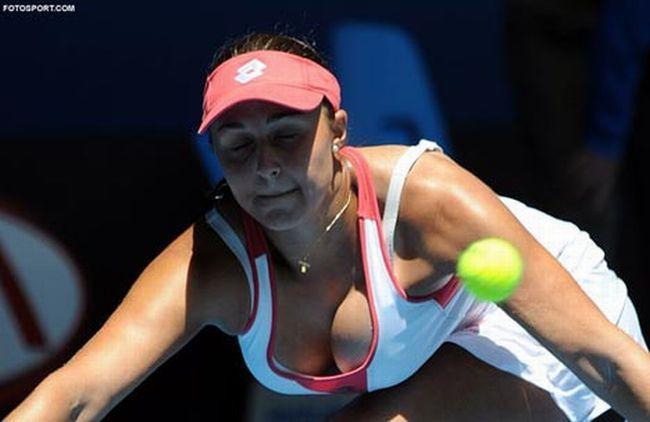 Самая большая грудь в теннисе. Симона Халеп