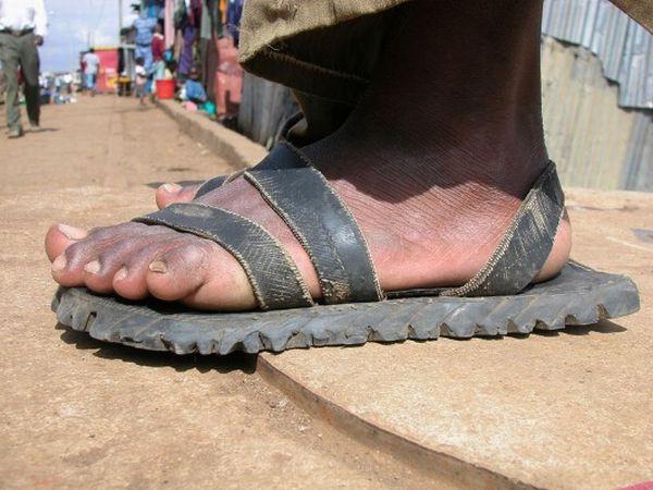 Обувь для самых бедных (16 фото)