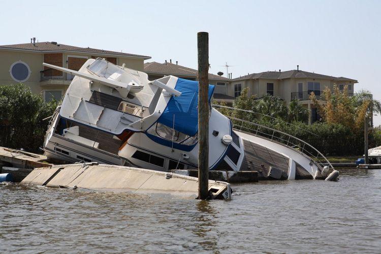 Подтопленные яхты (34 фото)