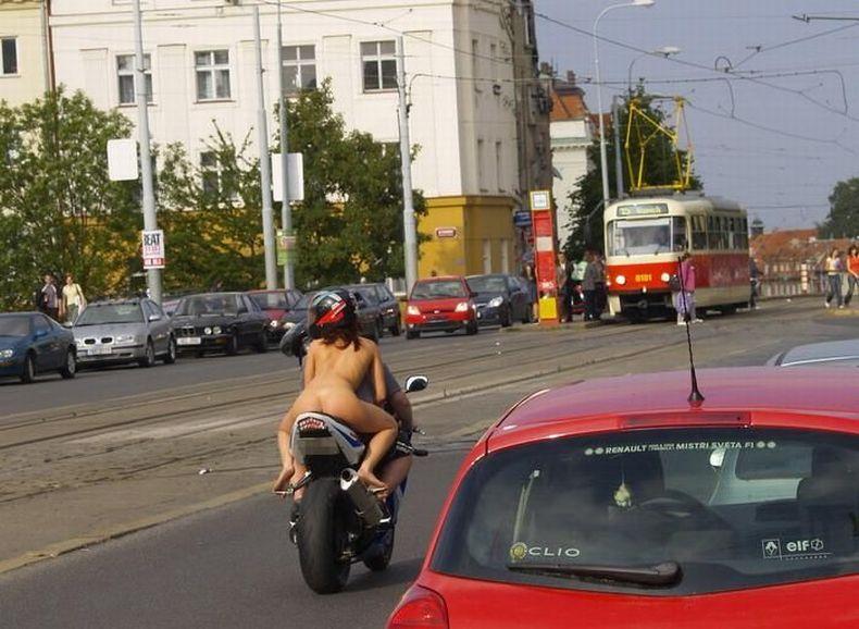 Обнаженная пассажирка (7 фото) НЮ