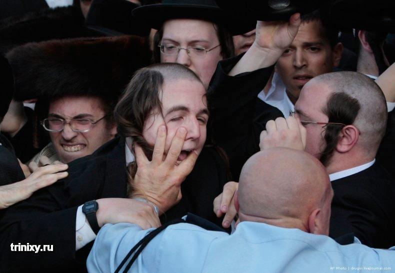 Столкновение ортодоксальных евреев с полицией (16 фото)