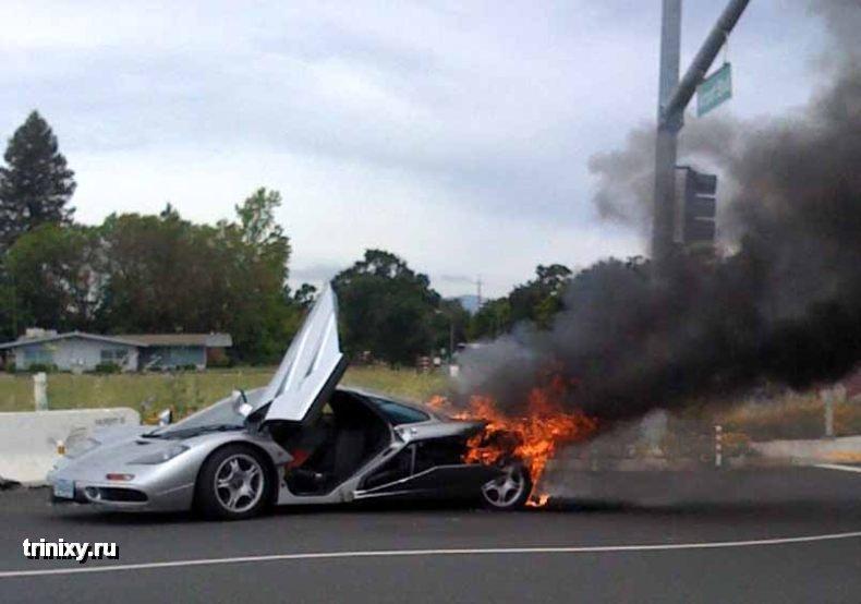 В Калифорнии сгорел McLaren F1 за 2 миллиона долларов (7 фото)