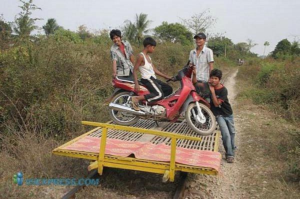 Транспорт для бедных в Камбоджии (15 фото)