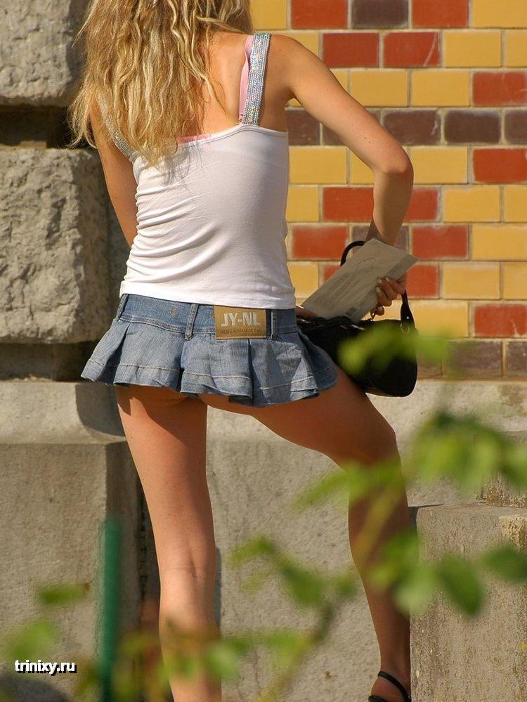 Бритая пися под юбкой - фото с вибратором