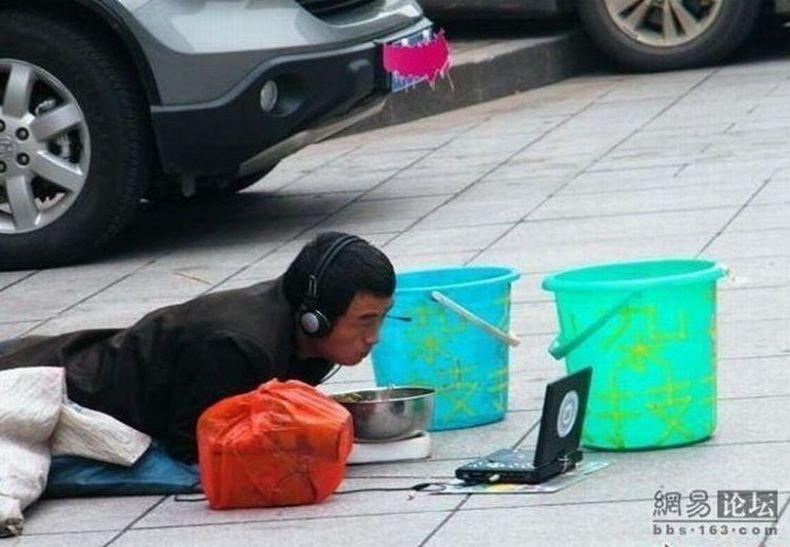 Как ходят в кино в Китае )) (2 фото)