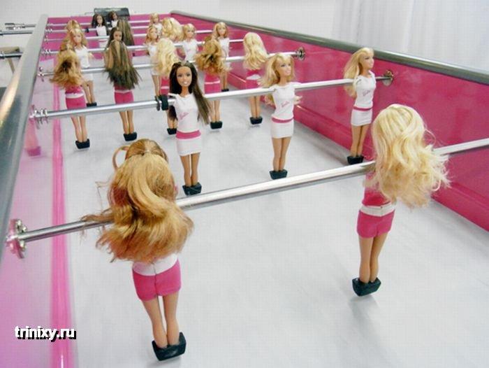 Настольный футбол для девочек (6 фото)