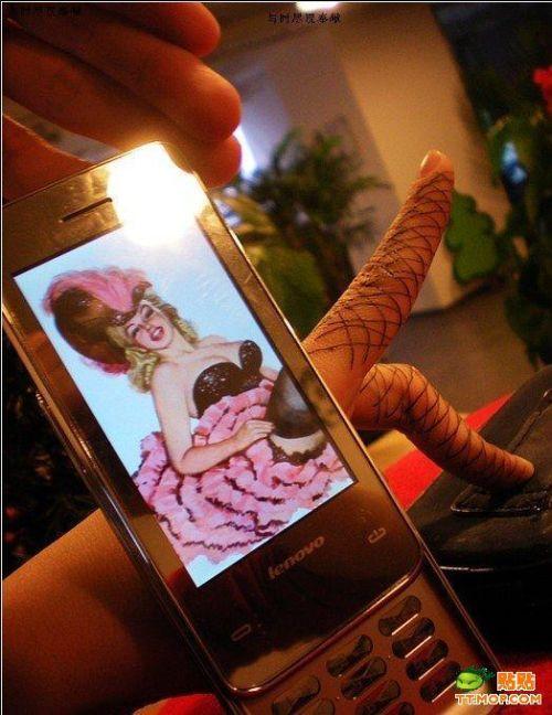 Классный креатив.  Пальцы + экран сотового (11 фото)