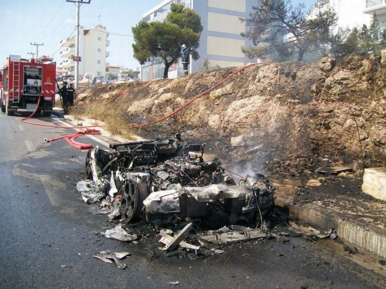 Очередной сгоревший Lamborghini (8 фото)