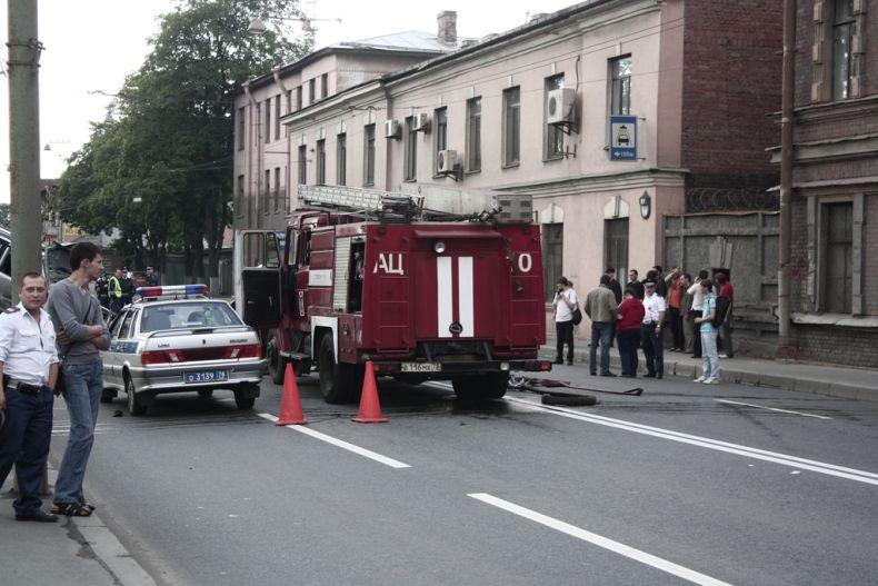 Авария на Ждановской набережной в Питере (9 фото)