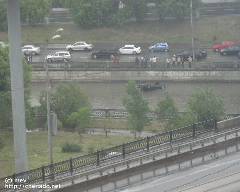 Авария у Лефортовского моста (5 фото)