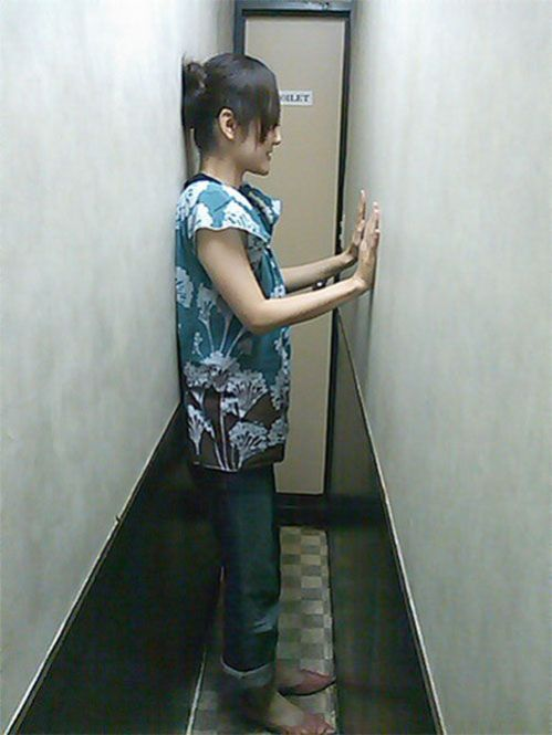 Самый узкий туалет в мире (2 фото)