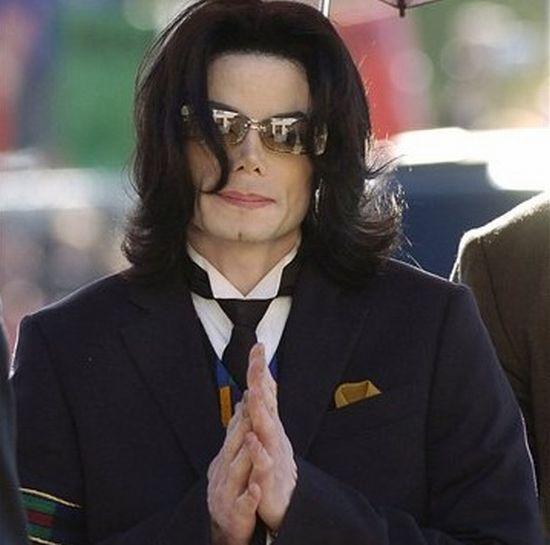 Майкл Джексон умер