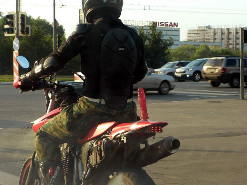 Мотоцикл с бонусом (4 фото)