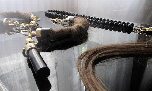 Украшения из пепла и волос умерших (8 фото)
