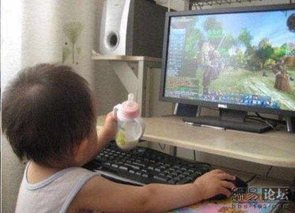 Маленький геймер (4 фото)