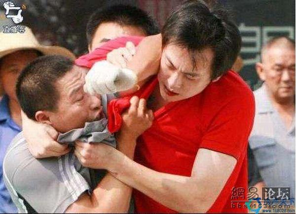 Разборки на дороге в Китае (6 фото)