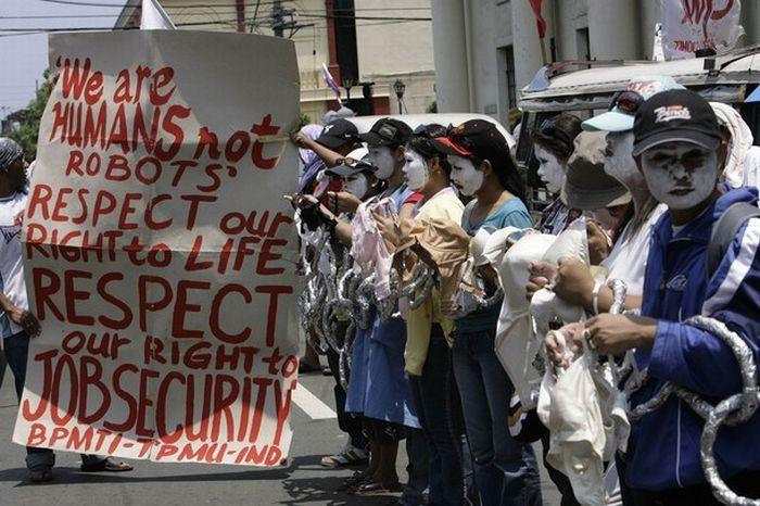 Нижнее белье в знак протеста (14 фото)