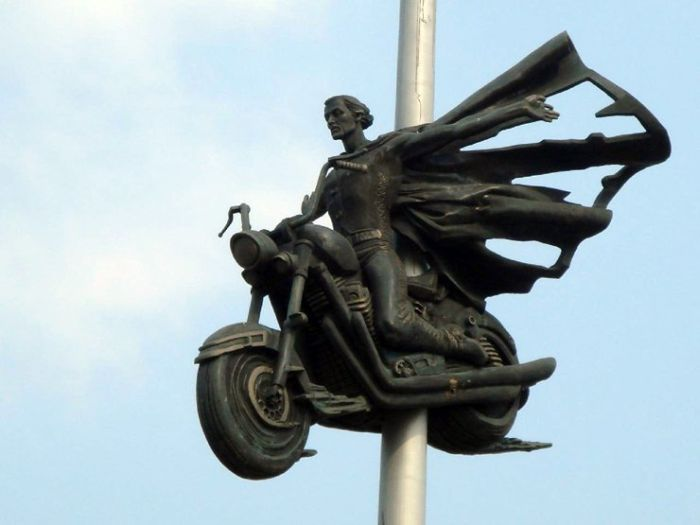 Памятник погибшим байкерам