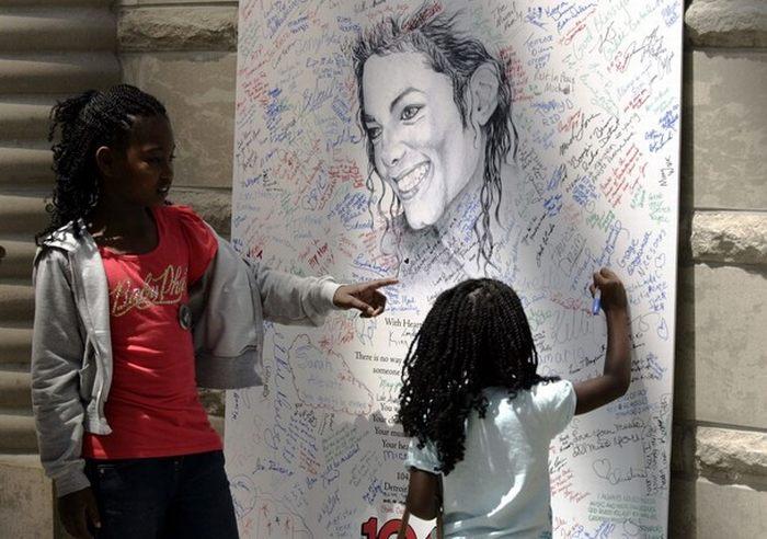 Прощание с Майклом Джексоном в Лос-Анджелесе (38 фото + видео)