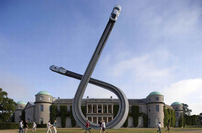 Потрясающая скульптура к столетию Audi (10 фото)