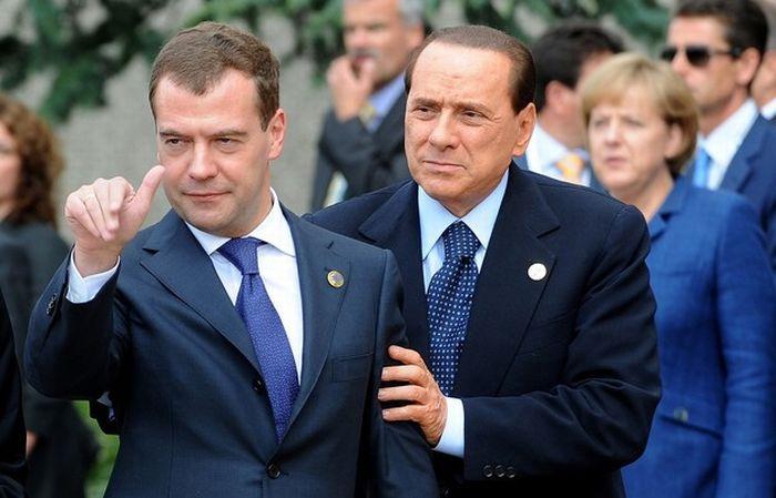 Пьяный Медведев на G8? (5 фото)