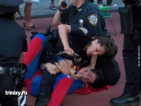 Копы против супергероев (7 фото)