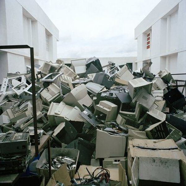 Кладбище компьютеров (16 фото)