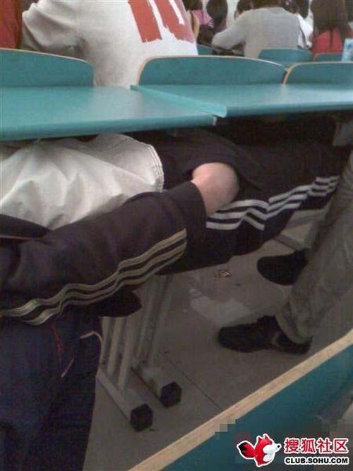 Студенты спят везде (6 фото)