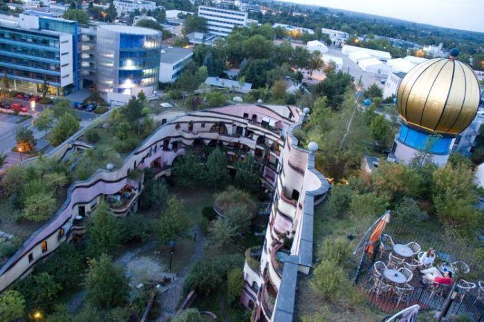 Waldspirale - удивительное здание в Германии (12 фото)