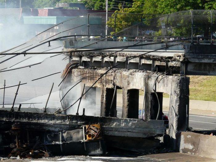 Обрушение моста в результате взрыва бензовоза (42 фото)