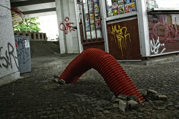 Монгольский червь на улицах Праги (8 фото)