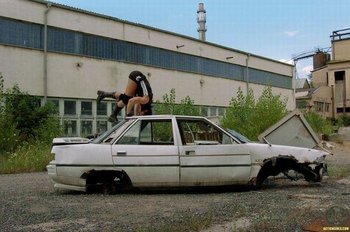 Девушка-терминатор (35 фото)