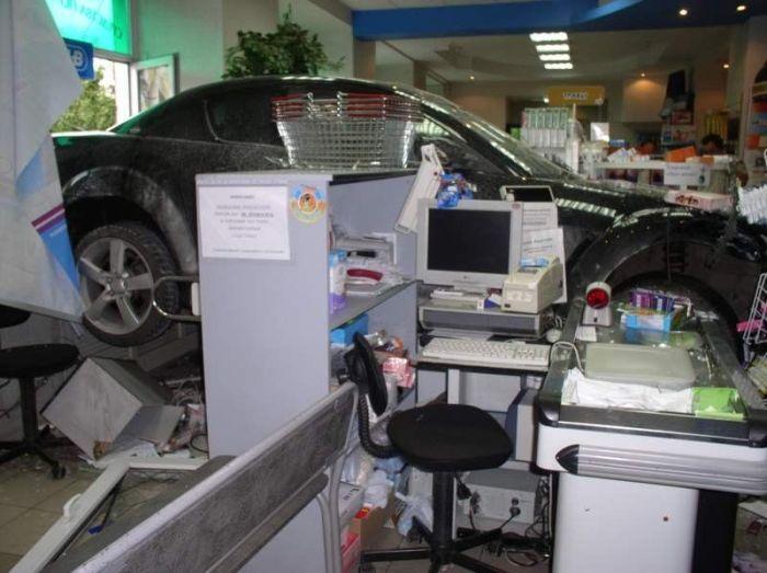 Заехала в аптеку (3 фото)