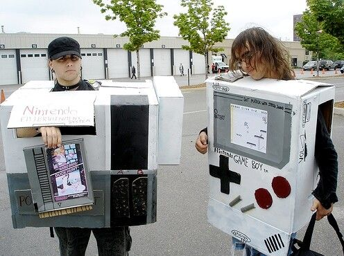 Костюмы в виде игровых приставок (33 фото)