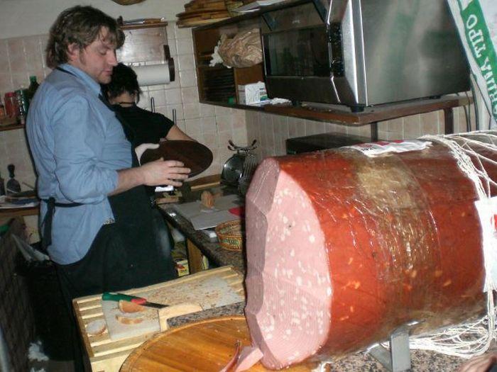 Огромная колбаса (21 фото)